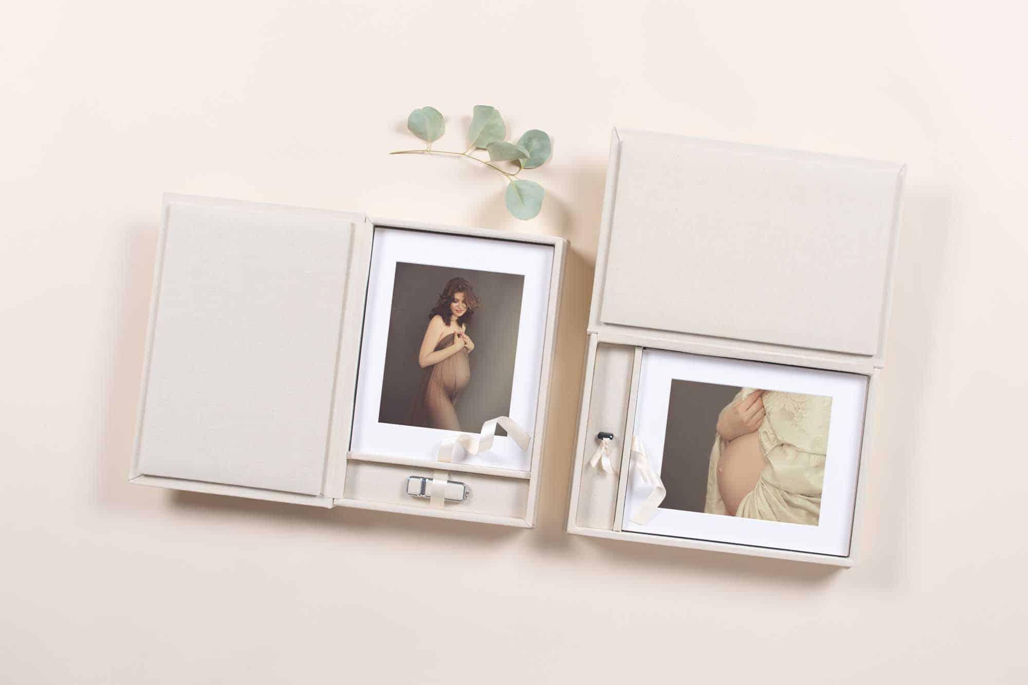 Babybauch-shooting-frankfurt gedrucktes Bild in einer hellen Box